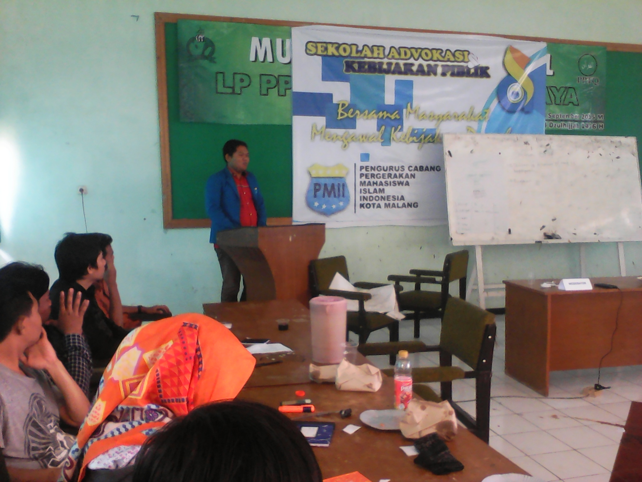 Wakil Ketua II PC PMII Kota Malang, Muhammad Suri saat membuka acara Sekolah Advokasi Kebijakan Publik, 2 Oktober 2015